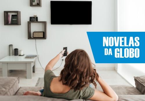 Mulher assistindo Novelas da Globo